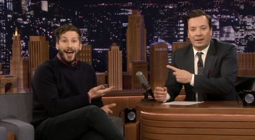 Jimmy Fallon entrevistando Andy Samberg no The Tonight Show - YouTube