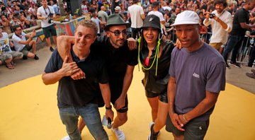 Luciano Huck, JR, Anitta e Pharrel Williams no Morro da Providência - Gshow/Fabiano Battaglin