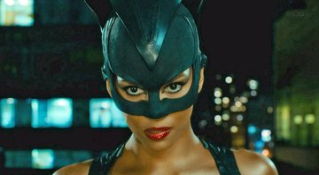Halle Berry como Mulher-Gato - Warner Bros. Pictures