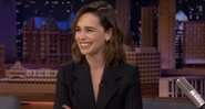 Emilia Clarke no programa de Jimmy Fallon - YouTube/The Tonight Show