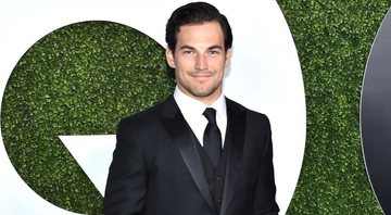 Giacomo Gianniotti, de Grey's Anatomy, em evento em Los Angeles, na Califórnia, em dezembro de 2015 - Mike Windle/Getty Images for GQ Magazine