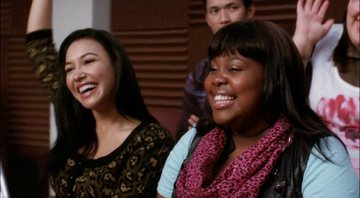 Amber Riley e Naya Rivera em cena da segunda temporada de Glee - FOX/YouTube