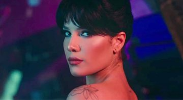 Halsey no clipe de You should be sad - Reprodução/YouTube
