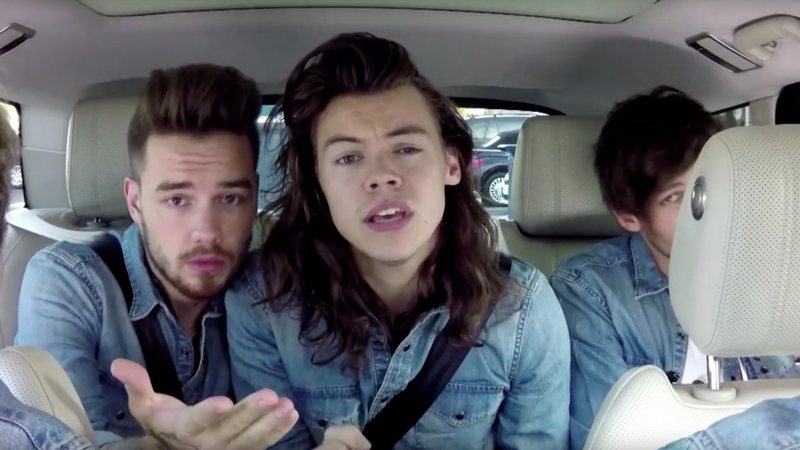Liam e Harry durante Carpool Karaoke com o apresentador James Corden