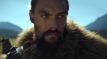 Jason Momoa em cena de See, série original do streaming da Apple - AppleTV+