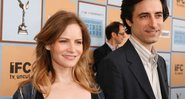 Jennifer Jason Leigh e Noah Baumbach foram casados entre 2005 e 2010. Na foto, os dois no Independent Spirit Awards de 2006 - J. Vespa/WireImage/Getty Images