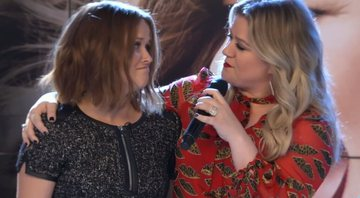 Kelly Clarkson participa de The Morning Show e chama Bradley Jackson (Reese Witherspoon) ao palco - Apple TV+
