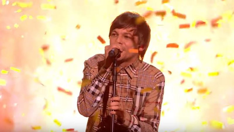 Louis Tomlinson durante performance no X-Factor