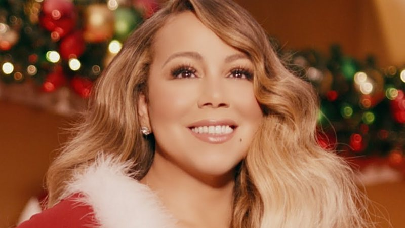 Mariah Carey no clipe de All I Want For Christmas Is You
