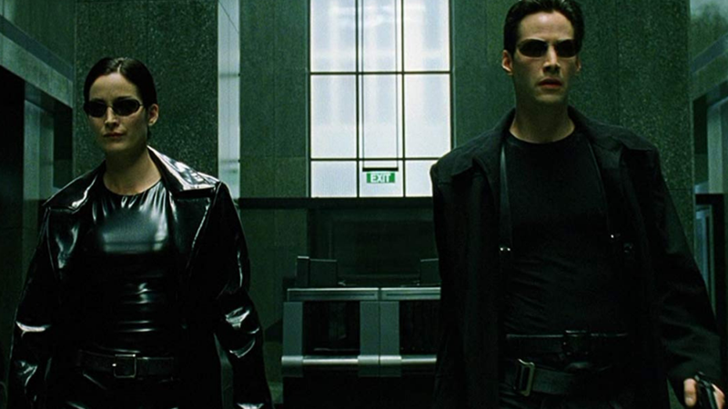 Carrie-Anne Moss e Keanu Reeves em Matrix