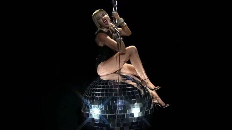 Miley Cyrus durante apresentação no VMA 2020