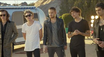 One Direction no clipe de Steal My Girl - YouTube