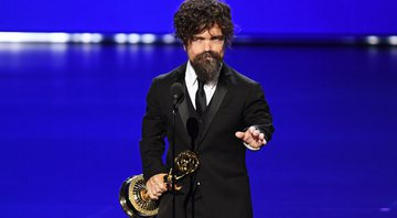 Peter Dinklage, de Game of Thrones, recebe prêmio no Emmy 2019 - Kevin Winter/Getty Images
