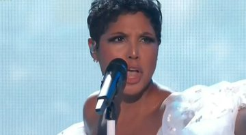 Toni Braxton no palco do American Music Awards - ABC