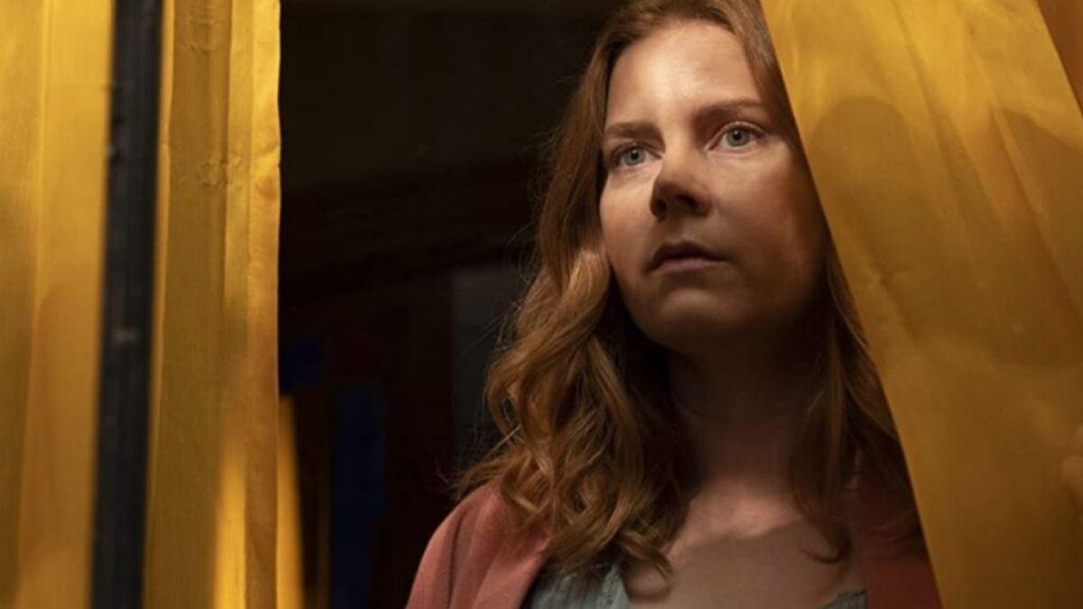 """Amy Adams em """"A Mulher da Janela"""" (Reprodução/Netflix)"""