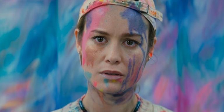 Brie Larson em cena do filme 'Loja de Unicórnios', que dirige para a Netflix