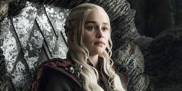 Emilia Clarke como Daenerys Targaryen na série 'Game of Thrones'
