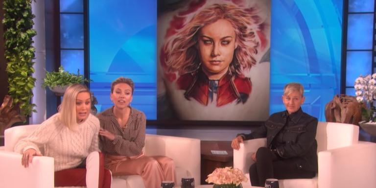 Brie Larson e Scarlett Johansson no programa de Ellen DeGeneres