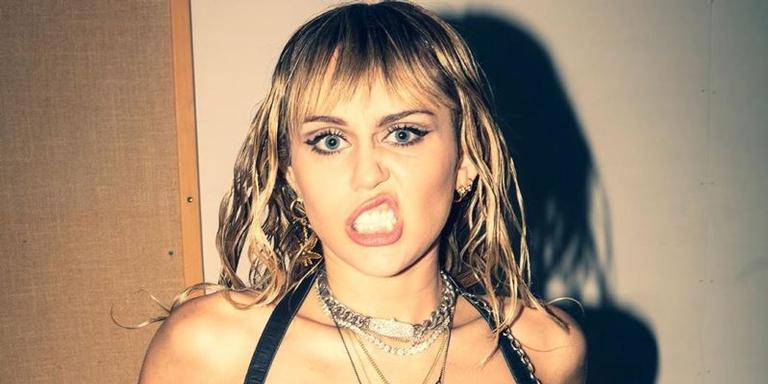 Miley Cyrus dá entrevista para revista americana e revela aspectos de seus papéis e de seu casamento