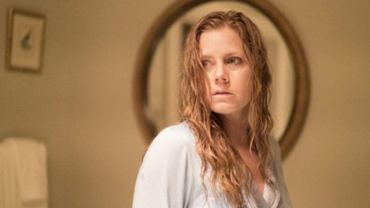 """Amy Adams em """"Objetos Cortantes"""" (Reprodução/HBO)"""