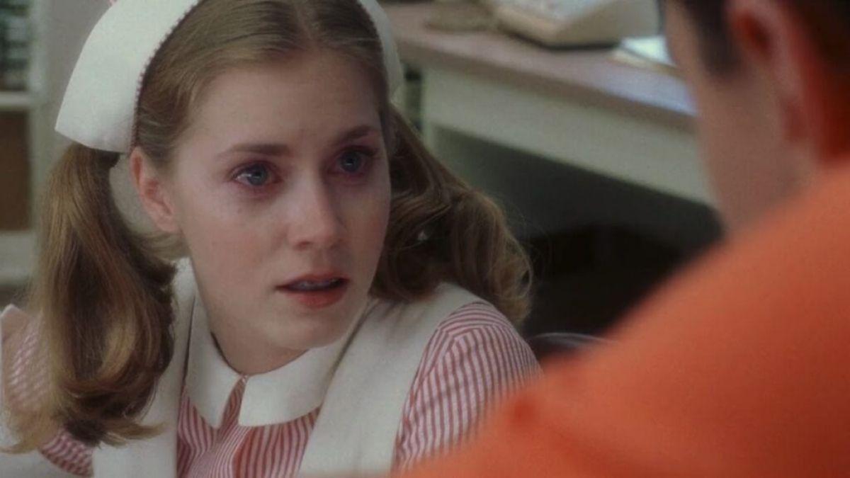 """Amy Adams em """"Prenda-me Se For Capaz"""" (Reprodução/Netflix)"""