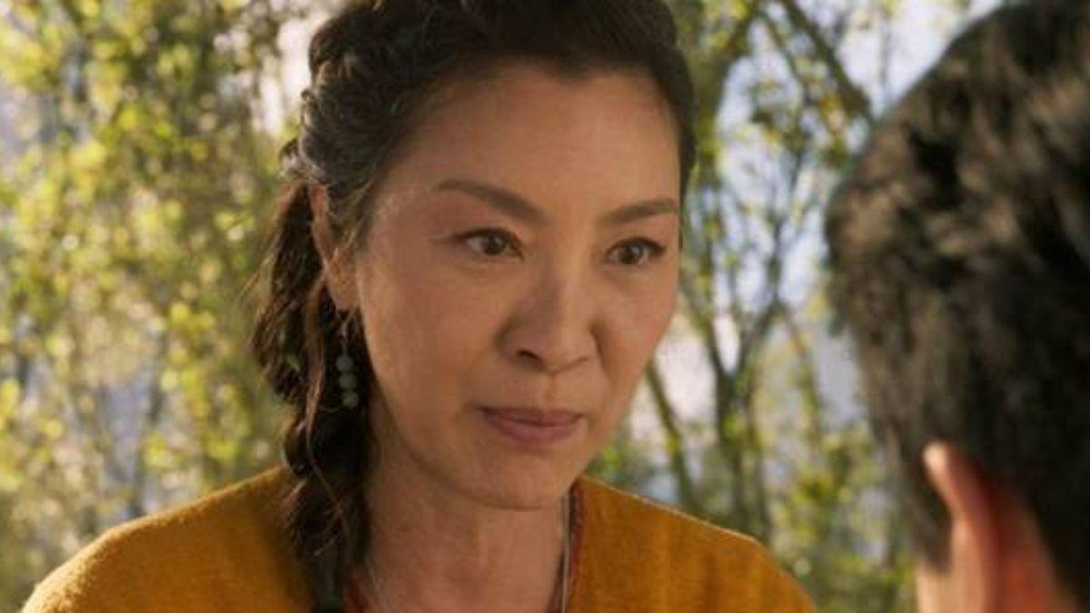 """Ying Nan em """"Shang-Chi e a Lenda dos Dez Anéis"""" (Reprodução/Marvel Studios)"""